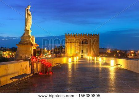 Illuminated Puente Romano, Roman bridge, across Guadalquivir river, Altar of the Virgin Mary and and Torre de Calahorra, Calahorra Tower, Cordoba, Andalusia, Spain