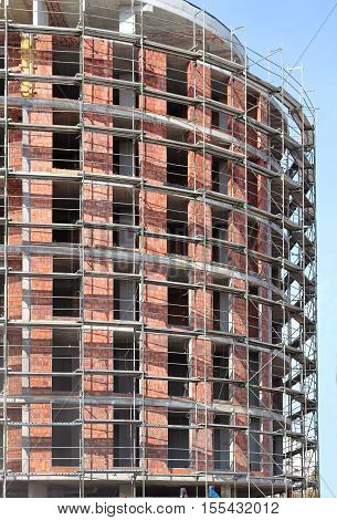 Construction of tall building with metal scaffolds