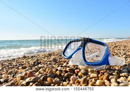 blue mask for diving on the ocean