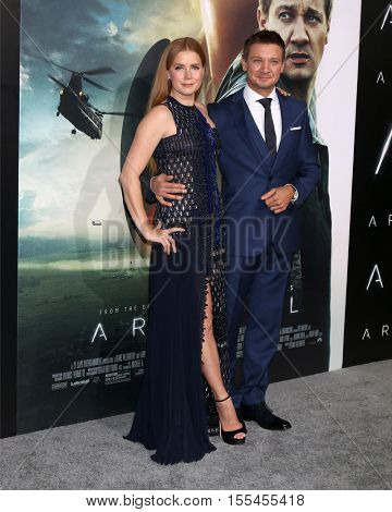 LOS ANGELES - NOV 6:  Amy Adams, Jeremy Renner at the