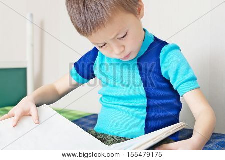 Kid reading book on bed oneself learning read