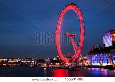 LONDON - NOVEMBER 3, 2016: Night shot of the London Eye in London. The London Eye is a giant Ferris wheel situated on the banks of the River Thames. The entire structure is 135 m tall.