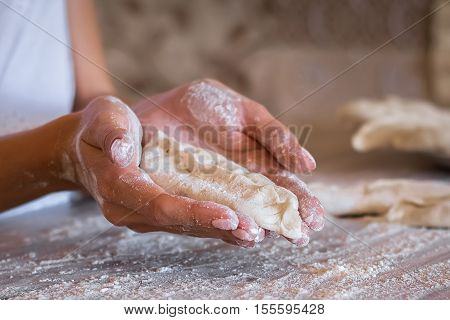 homemade cakes of the dough in the women's hands