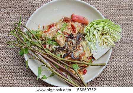 papaya and pickled crab salad taste spicy sweet and sour food