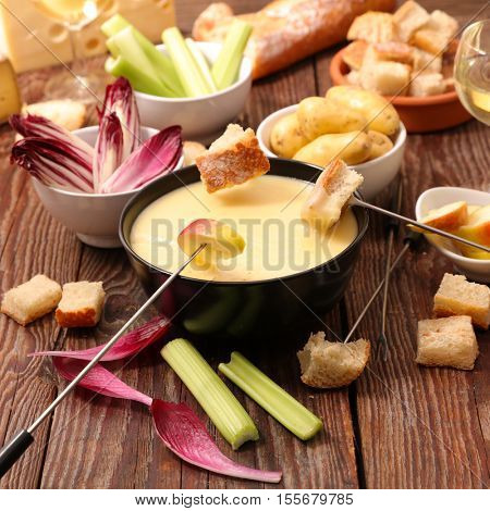 cheese fondue with vegetable,bread,potato