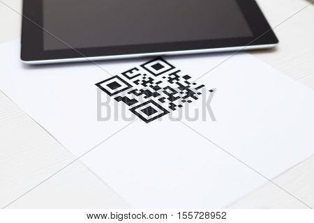 qr code on white paper and black tab