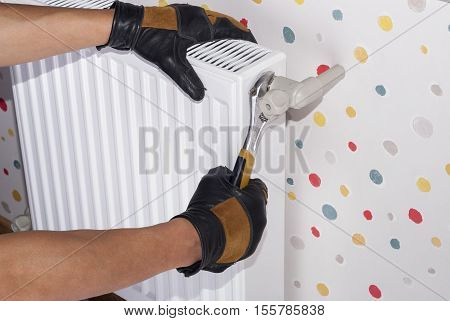 plumber to connect the heating radiator to a polypropylene pipe