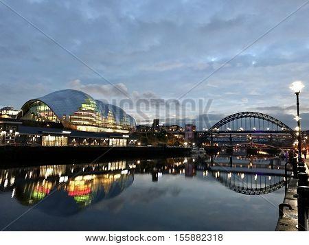 NEWCASTLE - NOVEMBER 9: The Tyne Bridge and Sage Gateshead on November 9, 2016 in Newcastle, UK.