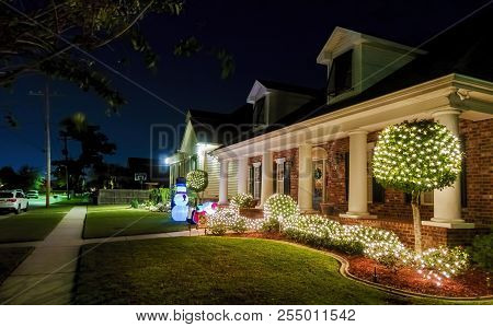New Orleans, Usa - Nov 27, 2017: Southern Style American House Along Fleur De Lis Drive, With Lit Up