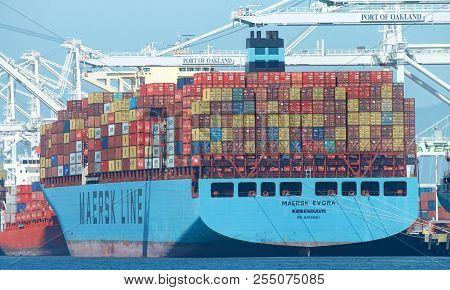Oakland, Ca - April 20, 2018: Cargo Ship Maersk Evora Loading At The Port Of Oakland. Maerskhas Bee