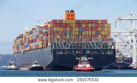 Oakland, Ca - April 26, 2018: Cargo Ship Maersk Eureka Manuever Into The Port Of Oakland. Maerskhas