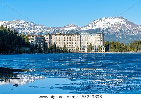 Canada, Banff - May 31, 2007: Chateau Lake Louise Hotel In Front Of Half Frozen Lake Louise - Banff