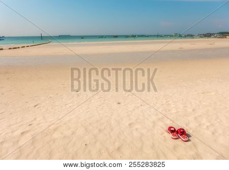 The Popular Beach Of Koh Larn In Thailand
