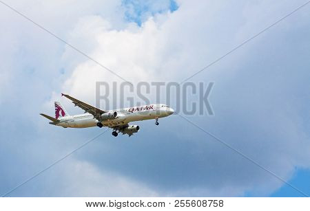 Budapest Liszt Ferenc, Hungary - June 11, 2018: A Qatar Airways Airbus A321-231 With The Registratio