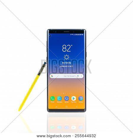 Bangkok, Thailand - Aug 28, 2018: Studio Shot Of The New Samsung Galaxy Note 9 Smartphone In Ocean B