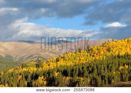 Autumn Scenery In The Beautiful Rocky Mountains Of Colorado