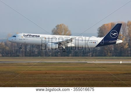 Budapest / Hungary - November 11, 2019: Lufthansa Airbus A321 D-aide Passenger Plane Arrival And Lan