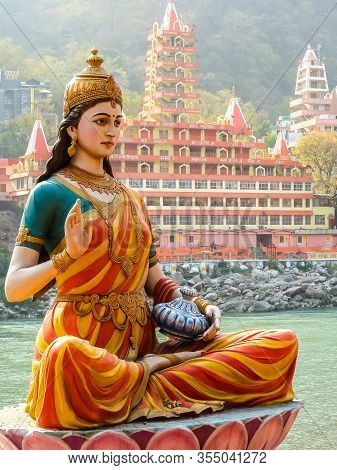 Rishikesh, India - Circa March 2018. Statue Of Sitting Goddess Parvati On The Riverbank Of Ganga In
