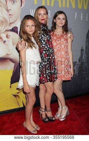 NEW YORK - JUL 14: (L-R) Iris Apatow, Leslie Mann and Maude Apatow attend the world premiere of
