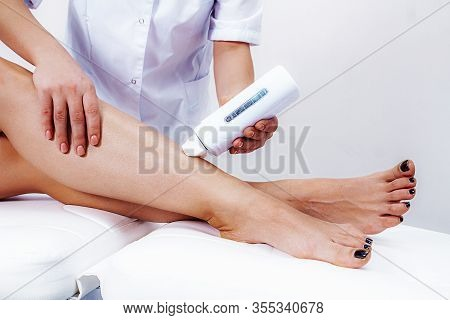 Waxing. Waxing Procedure For Female Legs. Leg Hair Removal Using Waxing.