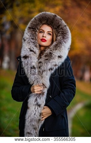 Pure Female Beauty. Purchase Real Fur Online. The Winning Formula. Elegant And Exquisite Lady Wear F