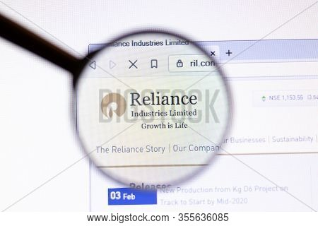 Los Angeles, California, Usa - 15 March 2020: Reliance Industries Icon On Website Page. Ril.com Logo