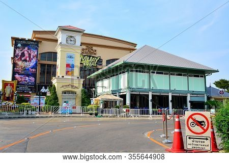 Bangkok, Th - Dec 12: The Stage Facade At Asiatique The Riverfront On December 12, 2016 In Bangkok,