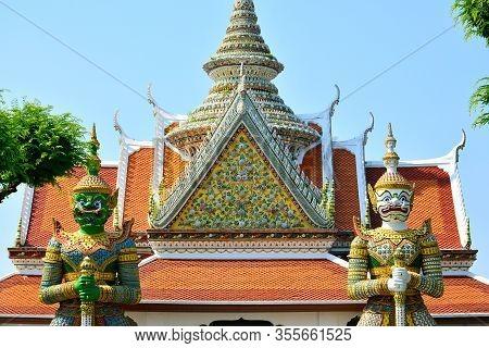 Bangkok, Th - Dec. 12: Wat Arun Ordination Hall Temple And Guardian Figure On December 12, 2016 In B