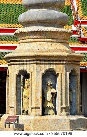 Bangkok, Th - Dec. 12: Wat Arun Temple Statues On December 12, 2016 In Bangkok, Thailand. Wat Arun O