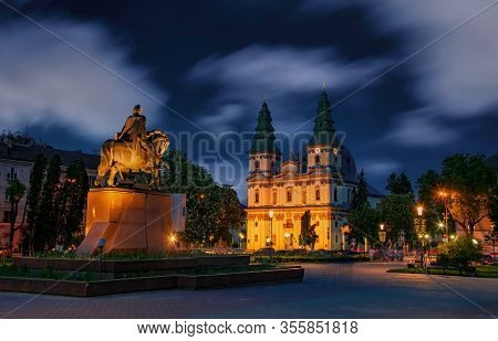 Picturesque Nightscape Of Central Square Of Ternopil, Ukraine.
