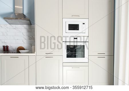 Modern Kitchen Interior. Built-in Kitchen Appliances In A Luxury Interior. Contemporary Kitchen Desi