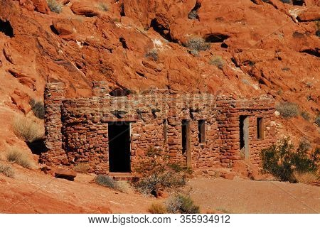 Nevada- Civilian Conservation Corps Cabins In The Valley Of Fire Park