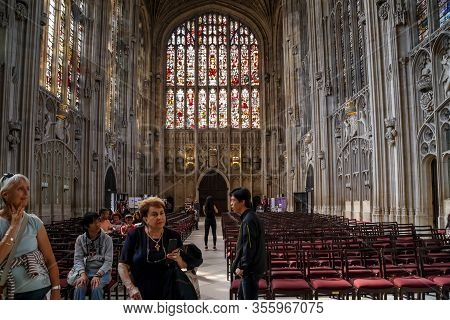 Cambridge, Great Britain - September 8, 2014: Unidentified Visitors Visiting The Main Nave Of The Ki