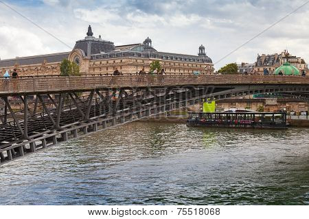 Passerelle Leopold-sedar-senghor In Rainy Summer Day, Paris