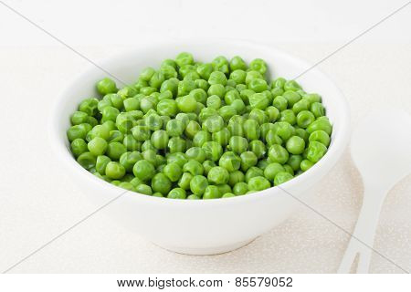 green peas in white bowl