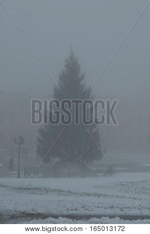 Morning fog in the cityfog city councils monument beautiful blur the outlines of