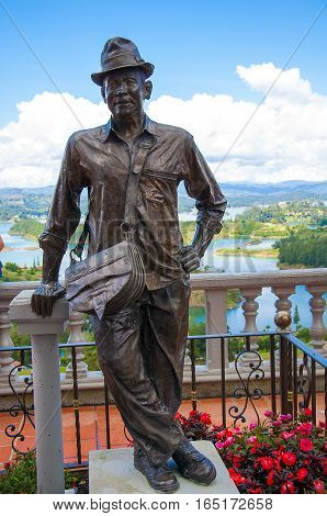 Statue represent is first time who climb to Rock of Guatape