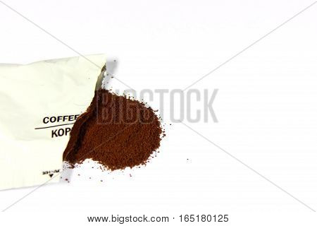 coffee powder is available in white plastic sachet