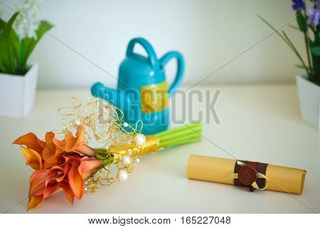a bouquet of calla lilies, a kettle and a roll on the table. apartment decor