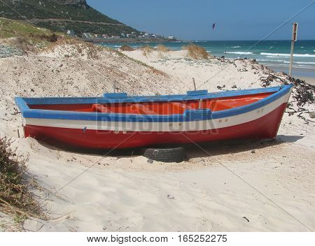 Red And Blue Rowing Boat on The Beach 02vvd