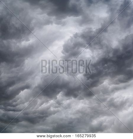 Begins a strong thunderstorm, heavy dark clouds, hurricane, square