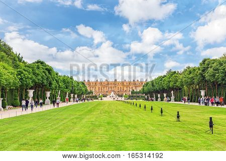 Versailles, France - July 02, 2016 :beautiful Garden In A Famous Palace Of Versailles (chateau De Ve