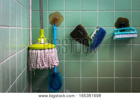 Mops scrub brushes toilet brush toilet (Old dirty toilet cleaning tools)