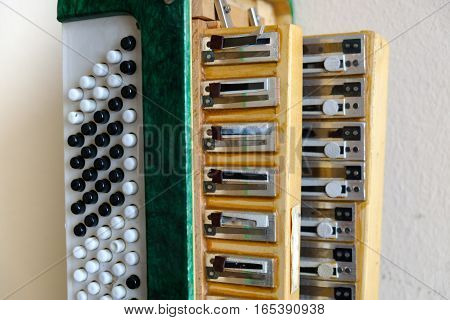 the left side of the accordion. exploded view