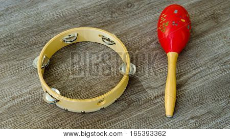 noise musical instruments. TAMBOURINE and Maracas h