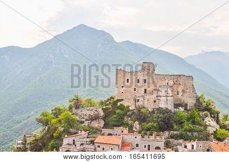 Hdr Castelvecchio Di Rocca Barbena
