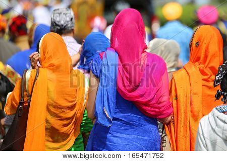Many Women With The Veil To Cover Heads
