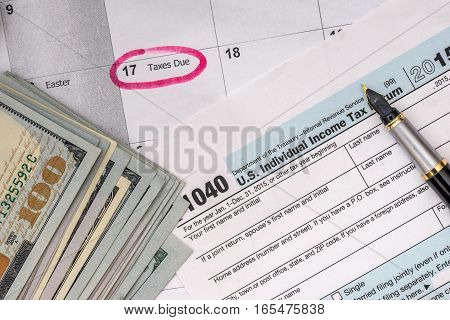 2017 tax form 1040 with dollar pen