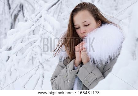 beautiful girl in the winter outdoors. . Shallow depth of field.