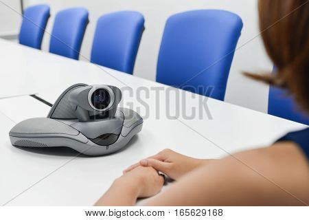 Business is using the VDO IP conference device for the meeting